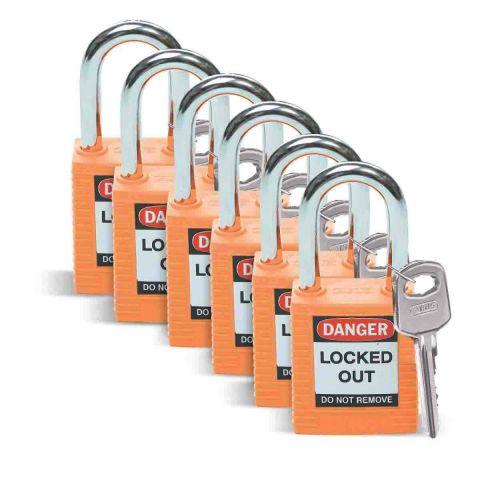 Замок безопасности Brady стандартный, нейлоновый корпус, стальная дужка. Высота дужки 38 мм, диаметр дужки 6.5 мм, цвет - оранжевый, 1 ключ,